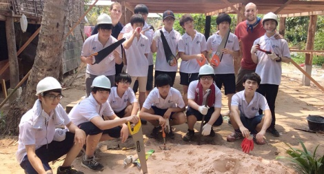 Students on Cambodia Service Learning trip